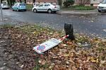 Než se úřady probudily ze sobotní větrné deštivé noci, občané si sami zprůjezdnili ulice všebořického sídliště.