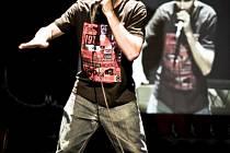 Na kolejích UJEP vystoupí také pražský beatboxer Natsy.