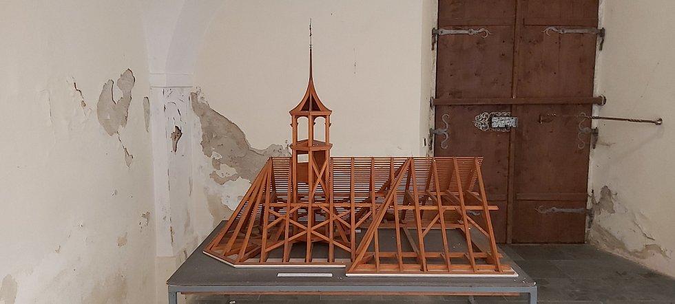 Ze sbírek muzea v Zubrnicích. Kostel, národní škola, interiér a další