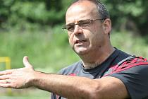 Trenér fotbalistek AC Uragán Radim Jankovský.