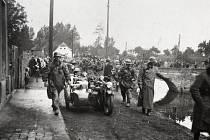 Německé jednotky ustupující přes Ústecko na západ.