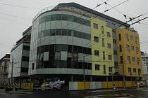 Současný pohled na místo, kde pošta již není a staví se zde nová moderní budova.