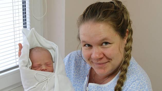 Viktor Mičán se narodil Lindě Mičánové z Chlumce 26. listopadu ve 4.09 hod. Měřil 47 cm, vážil 2,79 kg