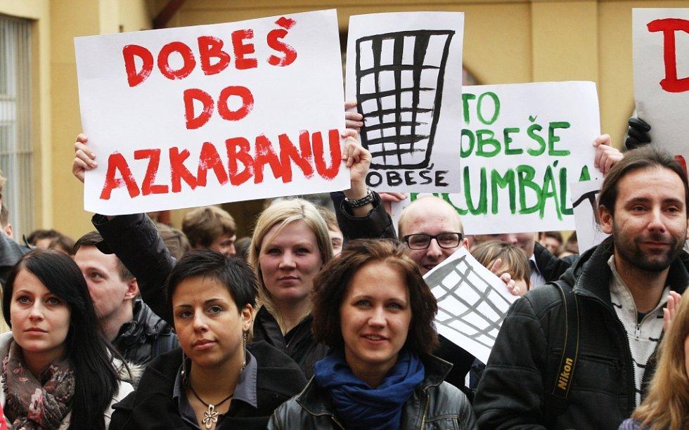 Studenti v Ústí demonstrovali proti reformě vysokého školství.