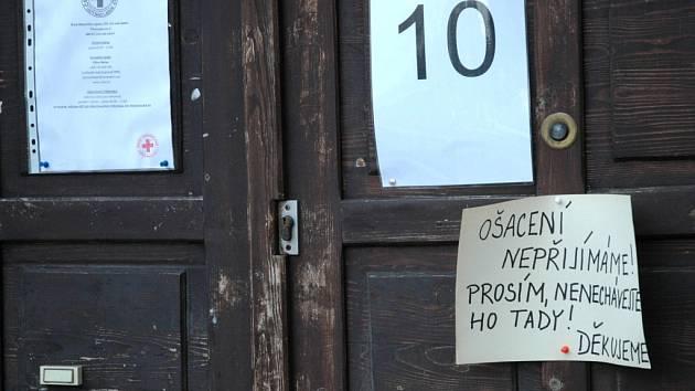 Úřední hodiny jen dopoledne. Omezení služeb. Tak vypadaly poslední dny Červeného kříže v Ústí.