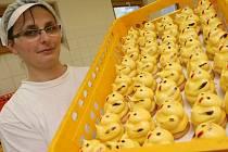 Na velikonoce připraví krásnobřezenská pekárna Inpeko deset tisíc kuřátek a třicet tisíc biskupských beránků. Spotřebuje přitom na deset tun mouky, cukru a vajíček.