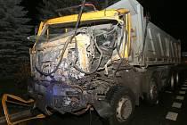 Vážné komplikace v dopravě způsobila v úterý v podvečer dopravní nehoda ve Velemíně na Lovosicku.