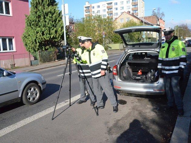 Měření rychlosti v rámci akce Speed marathon ve Všebořické ulici v Ústí n. L.