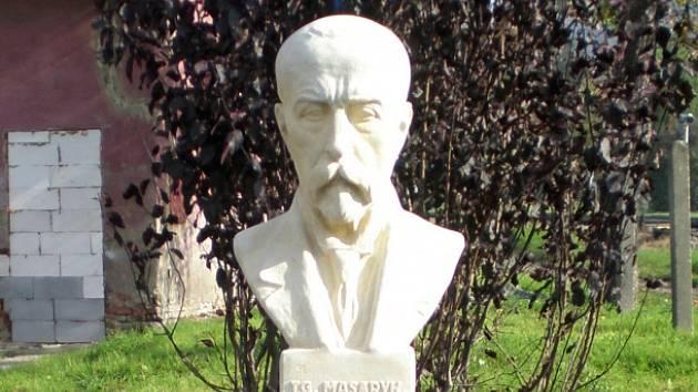 Ve Velkém Březně obnovili pomník T. G. Masaryka