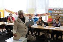 Jednou z posledních voliček, která vhodila svůj hlas ve všebořické ZŠ Pod Vodojemem v Ústí nad Labem, byla paní Jana.