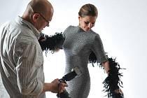 """. """"A pan redaktor nám udělá snímek,"""" nabídl mi Petr Berounský, abych jej s herečkou vyfotil. Chyběla mi ale odvaha (byť ten aparát určitě """"fotí sám""""). Petrova žena ji měla..."""