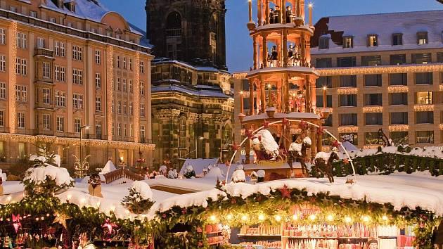 Nejen trhy, ale i kostely žijí Vánocemi.