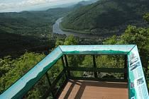 Vyhlídka na Vysokém Ostrém je v novém. Změnil se materiál, panoramata však zůstala.