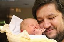 Nina Koriťáková (na snímku s tatínkem Jiřím)  se narodila v ústecké porodnici 22.11.2015 (21.22) mamince Marcele Koriťákové. Měřila 51 cm, vážila 3,50 kg.