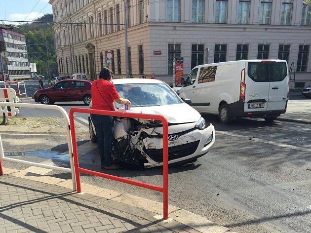 Nehoda v Pařížské ulici v Ústí