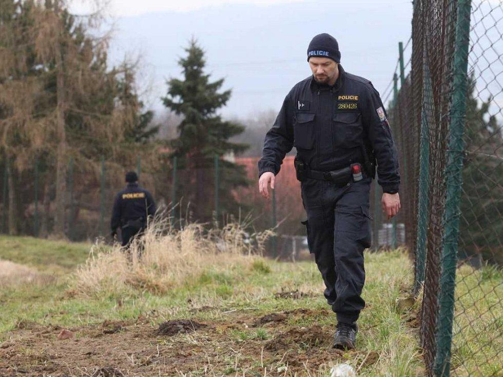 Tři mrtvoly nalezli policisté v zahrádkářské osadě Český Újezd na Ústecku.