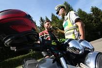 Kontrola motocyklisty. Ilustrační foto.
