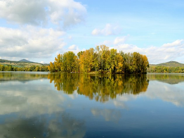 1. Foto do podzimní soutěže pořízené vPíšt'anech na jezeře nedaleko Litoměřic. Vyfoceno 13.října 2012.