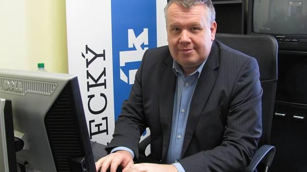 Libor Zajíček v redakci Ústeckého deníku.