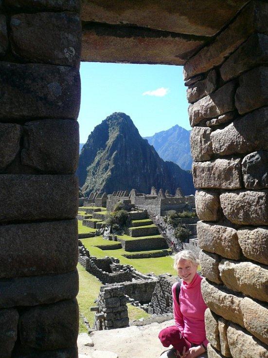Lenka Kastnerová Plášilová z Loun v ruinách předkolumbovského inckého kultovního města Machu Picchu v peruánských Andách.
