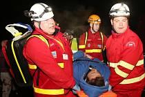 Cvičení záchranářů v Ostrově u Tisé.