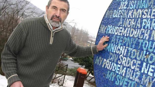 Miloslav Čechura na archivním snímku z roku 2008, kdy působil jako ředitel ZŠ Vinařská se sportovním zaměřením především na atletiku, lední hokej a plavání.