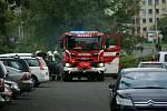 Osm hasičských jednotek v sobotu dopoledne bojovalo s požárem bytu v ulici V oblouku v Ústí nad Labem.