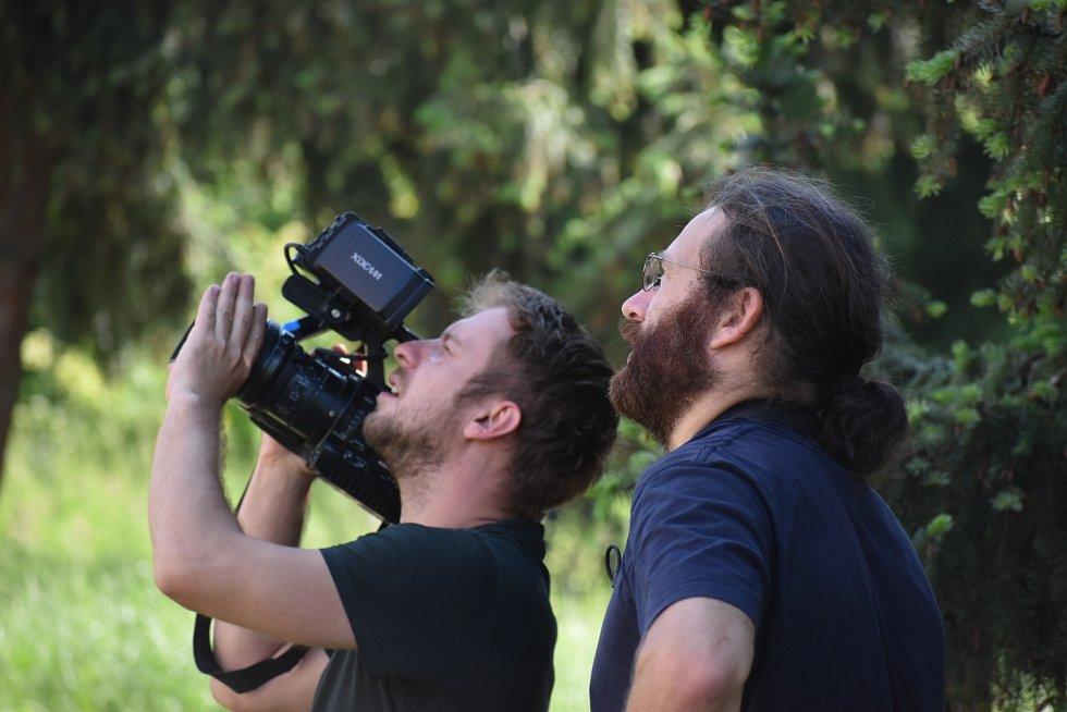 S pomocí speciální kamery ornitologa Václava Berana zkontrolovali hnízda