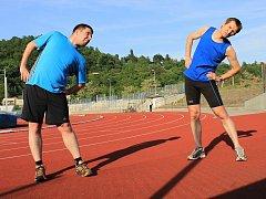 Protažení před během pomůže k lepšímu výkonu. Dobré je i jako prevence zranění.