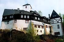 Hrad Rauenstein, rozprostírající se na strmé skále v Krušných horách, měl střežit brod přes řeku Flöhu.