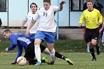 Fotbalisté Chuderova (v bílých dresech) se prostříleli do vedení