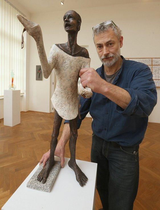 Umělec Karel O. Hájek představí na své výstavě řadu originálních děl.