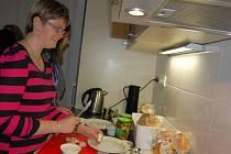 Zrakově postiženým slouží nová kuchyň v ústeckém Tyfloservisu.
