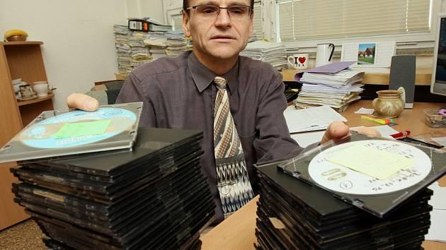 Soudce Ivo Elischer má záznamy rozhovorů organizátorů tajné výroby na 90 CD discích.