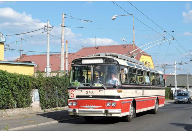 Historický trolejbus Škoda T11 z roku 1967