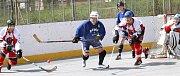 Ve čtvrtém finálovém utkání Oblastní hokejbalové ligy zvítězil tým Coma Ústí (modří) nad Dragons Ústí nad Labem (bíločervení) a vyrovnal tak stav série, rozhodne páté utkání.