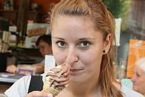 Při práci redaktorky si Veronika Udatná zkusila i zmrzlinový test.