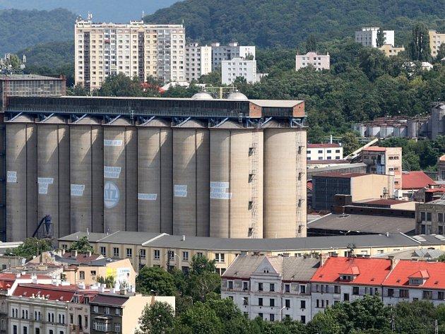 Většina pachových emisí, které se šíří z areálu bývalé Setuzy v Ústí nad Labem, pochází z provozů společnosti Usti Oils, která tu vyrábí rostlinné oleje. Ilustrační foto.