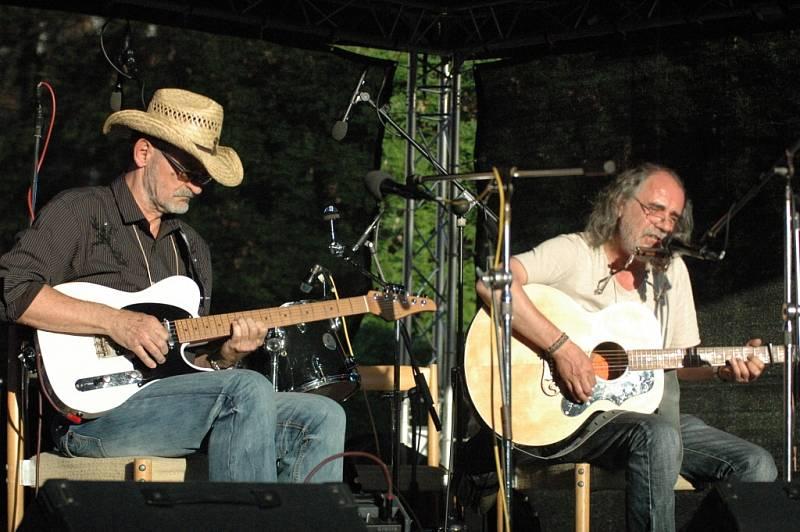 Folk rockové duo Barták – Adamčík.