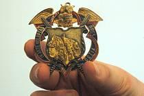 Schlaraffiáni si udělovali vlastní vyznamenání a řády, které jsou dnes ceněné mezi sběrateli. Na ústeckých najdete jméno města Ostia.