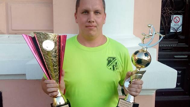 Na vyhlášení okresních futsalových soutěží Ústecka obdržel cenu za dlouholetou podporu svého celku, fanoušek FC NY Tiradores Ústí nad Labem Lukáš Běhounek.
