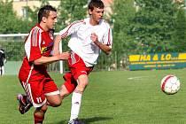 Fotbalisté Neštěmic (vlevo Stehlík) obsadili v letošním ročníku krajského přeboru konečnou pátou příčku.