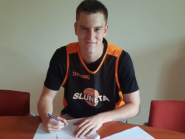 Ústecký basketbalový hráč Jan Maděra.