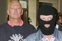 Policisté obvinili v kauze korupce kolem  evropských dotací osm lidí.