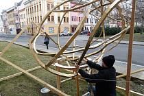 Umělecké dílo u ústeckého muzea poutá na budoucí výstavu.