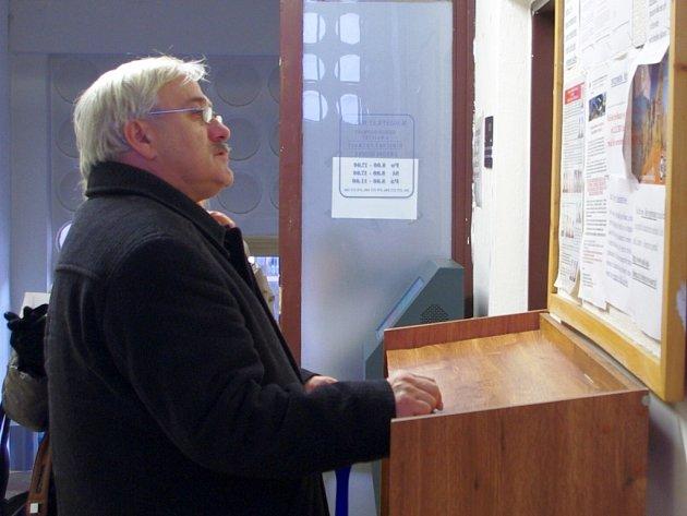 V čekárně registru řidičů v pátek dopoledne vyčkávaly desítky Ústečanů.
