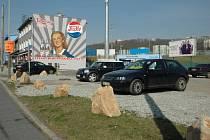 Placené parkoviště u Retrosu.