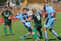 Ústečtí fotbalisté (modré dresy) prohráli v Sokolově 2:3.
