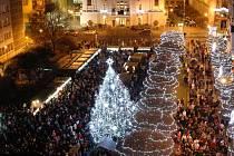 Vánoce na Lidickém náměstí v Ústí nad Labem. Snímek z roku 2013.