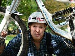 Jakub Krejčí a jeho oblíbený bicykl.